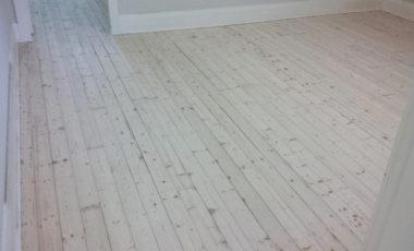 1-coat-of-whitewash-over-baltic-pine-with-matt-finish